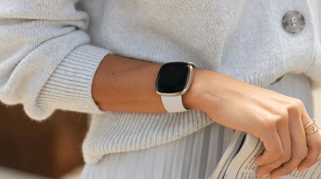apple watch 7 vs fitbit sense