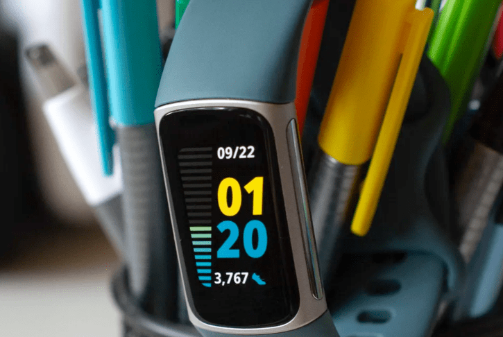 Fitbit Charge 5 VS Galaxy Watch 4: Health Tracking Features